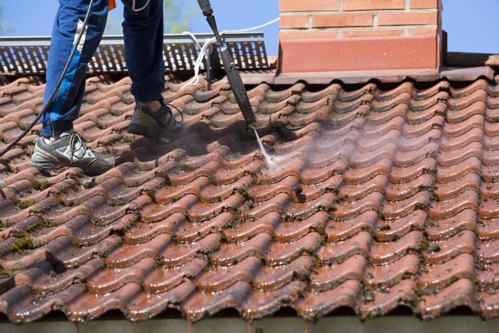 Samblatõrje katuselt